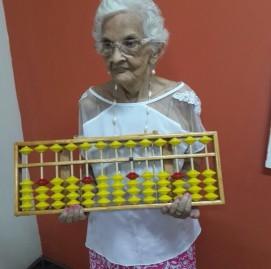 Aos 92 anos, Lucinda R. não deixa o cérebro parado