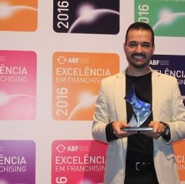 Victor Rocha, diretor de Expansão, recebe o Selo de Excelência ABF 2016