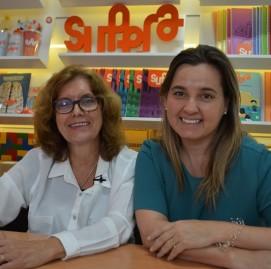Solange Jacob, diretora do SUPERA, recebe a gerontóloga Eva Betitne para a SMC