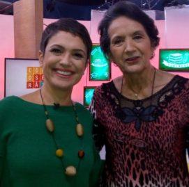 Célia Regina, aluna do SUPERA Santo Amaro, ao lado da apresentadora Sandra Annenberg