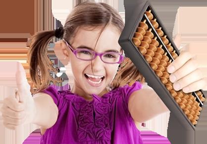 Criança Sorrindo segurando um Ábaco