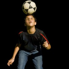 GINÁSTICA CEREBRAL <br/> Por que o futebol pode causar danos para o cérebro?