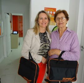 A filha Marília (à esqr) ao lado da mãe, Teresa Olívia (à dir.)