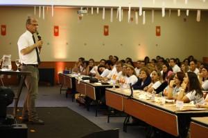Dr. Paulo Bertolucci fala sobre envelhecimento e Alzheimer para franqueados da rede SUPERA
