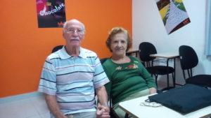 Dona Fátima e Sr. Jayme Paulillo estão sempre juntos, inclusive no SUPERA, praticando ginástica para o cérebro
