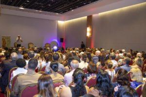 Antônio Carlos Perpétuo em palestra para auditório lotado no Rio Othon Palace, em Copacabana (RJ)