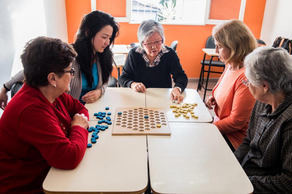 A importância dos jogos de tabuleiro para os 60 + - SUPERA - Ginástica para o Cérebro
