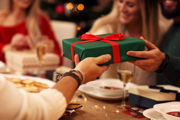 O que acontece no seu cérebro quando você ganha um presente? - SUPERA - Ginástica para o Cérebro