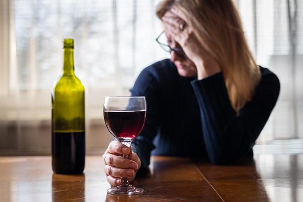 O uso do álcool, a pandemia de COVID-19 e a saúde mental - SUPERA - Ginástica para o Cérebro