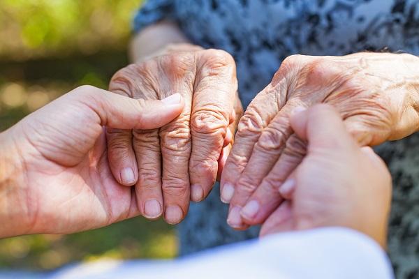 Mês da tulipa vermelha: conscientização para a Doença de Parkinson - SUPERA - Ginástica para o Cérebro