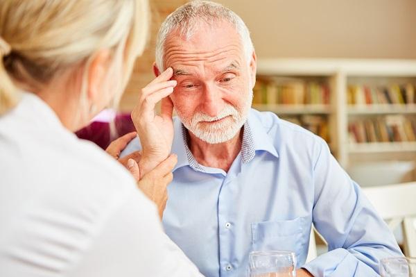 Por que pessoas com Alzheimer tem 3 vezes mais chance de morrer de COVID-19? – E o que você pode fazer agora! - SUPERA - Ginástica para o Cérebro