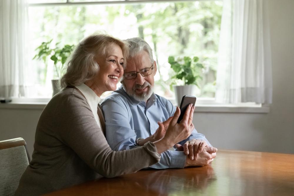 Casal de idosos para retratar a importância de ter uma boa performance no dia a dia.